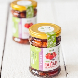 Dried tomatoes with garlic – quality selection